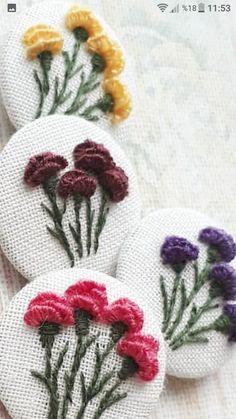 new brazilian embroidery patterns Brazilian Embroidery Stitches, Learn Embroidery, Hand Embroidery Stitches, Embroidery Jewelry, Embroidery Hoop Art, Hand Embroidery Designs, Embroidery Techniques, Ribbon Embroidery, Cross Stitch Embroidery
