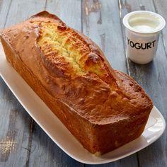 Se vogliamo fare il classico plumcake basta raddoppiare le dosi come indicato negli ingredienti e usare il tipico stampo rivestito di carta forno oppure oliato e infarinato. Per la cottura mettiamo in forno a 170°C se usiamo il forno ventilato oppure a 180°C se usiamo il forno statico. Il tempo in entrambi i casi è di 45 - 50 minuti. Plum Cake, No Bake Cake, Banana Bread, Muffins, Recipies, Yummy Food, Delicious Recipes, Food And Drink, Cooking Recipes