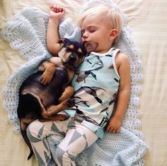 Jessica Shyba has created these heart warming pictures of her new puppy Theo and her baby boy Beau napping together. This little buddy crav. Dogs And Kids, Animals For Kids, Baby Animals, Cute Animals, Wild Animals, American Bully, Toddler Sleep, Cute Photography, Golden Retrievers