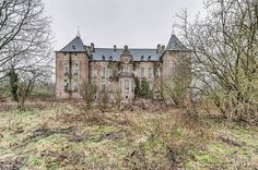 Broken Homes: 10 Abandoned Houses, Manors and Cottages