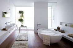 design day: VOV bathtube by mastella design (via Inspired by an Egg's Perfect Shape  Freshome)
