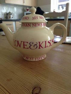 Emma Bridgewater Love & Kisses Four Cup Teapot from the 2011 re-run
