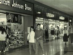 Marianna's clothing store.  Shoppers at Meridian Mall, Jan. 14, 1987.