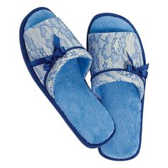 Lightweight slippers let your toes breathe! FEATURES• Open toe• Dark blue trim along outsole; light blue footbed; white with blue lace over it• Dark blue bow attached• Plush Memory Foam footbed• Available in sizes S-L• Half sizes, order one size down• Bottom of the soles are skid-resistant• Run true-to-sizeMATERIALS• Upper: Polyester and lace• Sock: Memory Foam and terry fabric• Piping and bow: Satin• Outsole: TPR (Thermal Plas...