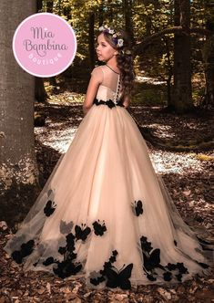 Girls party dress in which she feels herself a real princess. Handmade by Flower Girl Boutique. Little Girl Dresses, Dresses For Teens, Girls Dresses, Girls Party Dress, Baby Dress, Dress Party, Plus Size Gowns Formal, Kids Gown, Children Dress