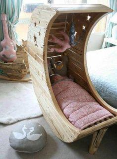 idée comment fabriquer un lit bébé en forme d une demi lune pour bien aménager la chambre bébé