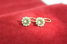 Classic and unique vintage 14 carat golden earrings with Pearls. For € 119,-. http://www.goldbergjuweliers.nl/shop/products-page/goud/14-krt-parel-oorbellen