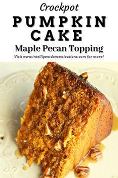 Crockpot Dessert Recipes, Crock Pot Desserts, Fall Desserts, Pumpkin Cake Recipes, Pumpkin Dessert, Slow Cooker Cake, Fall Dishes, Maple Pecan, Ice Cream Toppings