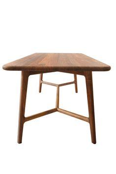 Hervorragend Design Tisch Like Im Skandinavischen Stil. Nussbaum Tisch Nach Maß. Jetzt  Online Nach Maß