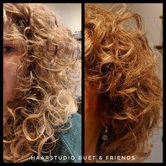 Wat een krullenknipbehandeling met haar kan doen, fris geknipte krullen bij de krullenkapper. Echt prachtig,.... Ik wil ook krullen 🌀💇🏻♀️ #krullenspecialist #krullenkapper #krullen #krul #knippen #krullenknippen #krulknippen #curls #kapper #curlygirl #curly #curlyhair #hair #hairstyle #curlyhairstyles #haarstudioduet #bighair #beauty #beforeafter #hengelo #enschede #oldenzaal #naturalhair #natural #twente #overijssel #nederland #linkinbio #dutch Curls, Curly Hair Styles, Dreadlocks, Beauty, Dreads, Beauty Illustration, Locs