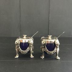 Een persoonlijke favoriet uit mijn Etsy shop https://www.etsy.com/nl/listing/496634266/vintage-kruiderij-instellen-versierd-met