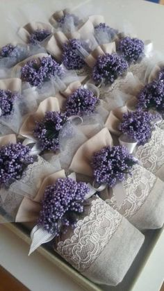 58 Ideas for shabby chic flowers wedding ana rosa Lavender Crafts, Lavender Bags, Lavender Sachets, Lavender Flowers, Fleurs Style Shabby Chic, Flores Shabby Chic, Wedding Favours, Wedding Gifts, Soap Packaging