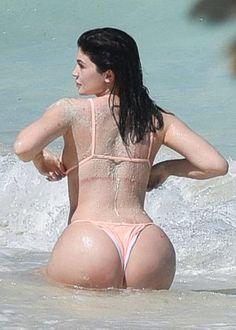 Kylie Jenner in Bikini -04