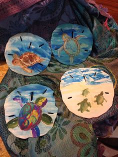 Painting sand dollars... Seashell Painting, Seashell Art, Seashell Crafts, Stone Painting, Rock Painting, Mermaid Crafts, Starfish, Sea Crafts, Rock Crafts