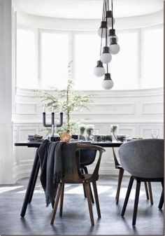 & TRADITON LAMP, TABLE & CHAIRS
