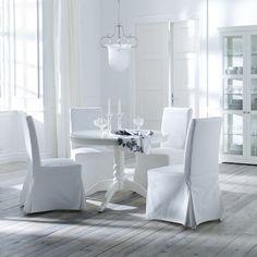 La silla HENRIKSDAL te invita a sentarte para disfrutar de la compañía.