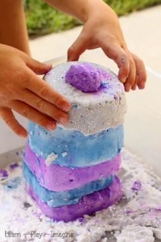 Building castles with FROZEN baking soda dough - a two ingredient chilly recipe for PLAY