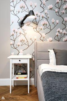 MIESZKANIE SKANDYNAWSKIE POD KLUCZ - Średnia sypialnia małżeńska - zdjęcie od Partner Design - homebook