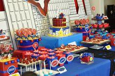 Una mesa de dulces para una fiesta Spiderman / A Spiderman party table!