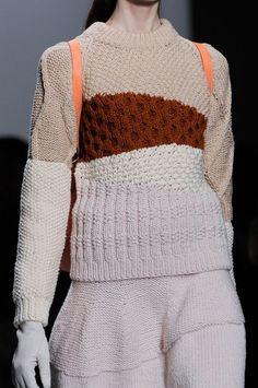 Christian Wijnants at Paris Fashion Week Fall 2014 - Details Runway Photos Knitwear Fashion, Crochet Fashion, Crochet Designs, Knitting Designs, Chunky Knitwear, Christian Wijnants, Knit Patterns, Wool Sweaters, Lana