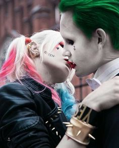 Harley Quinn and joker cosplay Harley Quinn Et Le Joker, Harley And Joker Love, Margot Robbie Harley Quinn, Harley Quinn Cosplay, Joker Images, Joker Pics, Joker Art, Joker Joker, Foto Joker