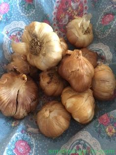 Cold Smoked Garlic by Barbismoked™ - SmokedGarlic™ Delicious golden garlic bulbs - smoked with seasoned woods for a wonderful rustic aroma and subtle flavour Preserving Garlic, Seasoned Wood, Garlic Bulb, Garlic Recipes, Hampers, Food Gifts, Gift Boxes, Love Food, Natural Remedies