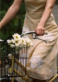riding with daisies with a daisy dress Cycle Chic, Mode Vintage, Vintage Bicycles, Mellow Yellow, Simple Pleasures, At Least, My Style, Daisy Dress, Yellow Dress