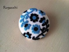 Rogesshi くるみボタン Tiny Cross Stitch, Cross Stitch Cards, Simple Cross Stitch, Cross Stitching, Cross Stitch Embroidery, Hand Embroidery, Cute Crafts, Diy And Crafts, Japanese Embroidery