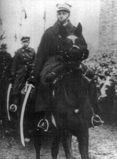 Witold-Pilecki-prowadzi-w-Lidzie-defilad