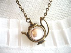 Tea post pearl necklace