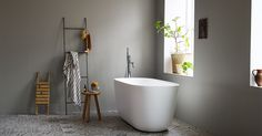Bilderesultat for glatte vegger på bad Large Bathrooms, Small Bathroom, Painted Bathrooms, Jotun Lady, Interior Blogs, Shower Fittings, Small Toilet, Grey Room, Clawfoot Bathtub