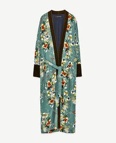 printed kimono with velvet cuffs, zara Gucci Kimono, Moda Kimono, Kimono Fashion, Fashion Outfits, Kimono Floral, Kimono Top, Zara, Caftan Dress, Kaftan