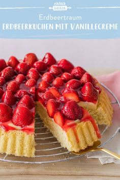 Erdbeerkuchen mit Vanillecreme This strawberry cake with pudding cream and an airy biscuit base is a Easy Cookie Recipes, Quick Recipes, Baking Recipes, Cake Recipes, Dessert Recipes, Nutella, Oven French Toast, Cheesecake, Pudding Cake