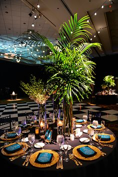 The Great Gatsby inspired wedding reception black and gold decor