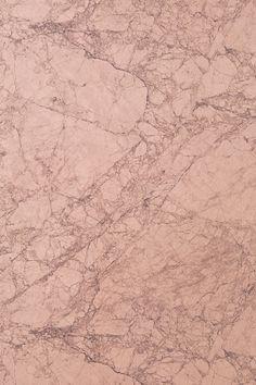 Materiaali: Kuitutapetti. Koko: 10,05x0,53 m. Kohdistus: vuorokohdistus 53 cm.
