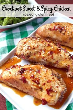 Crockpot meals 206884176609647387 - Paleo Crockpot Sweet and Spicy Chicken. This simple, slow cooker dinner is the perfect healthy meal that is a little sweet and a little spicy. Source by plaidandpaleo Paleo Chicken Recipes, Healthy Recipes, Paleo Crockpot Recipes, Paleo Crockpot Chicken, Chicken Cooker, Chicken Chili, Healthy Food, Healthy Crockpot Chicken Recipes, Healthy Meals