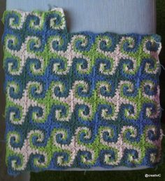 Inspiration :: Three-color granny spiral blanket - interesting effect.  Similar pattern on Ravelry would take a little tweaking ~ http://www.ravelry.com/patterns/library/granny-spiral  #crochet #afghan #throw