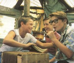"""""""Stand By Me"""" starring River Phoenix, Corey Feldman & Wil Wheaton 80s Movies, Iconic Movies, Classic Movies, Great Movies, Movie Tv, Movie Theater, Stand By Me Film, King Kong, Movies Showing"""