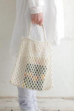 Bildresultat för makrame handle – Picture World Surprising Useful Ideas: Hand Bags Travel Louis Vuitton hand bags and purses art deco. how to macrame a bag tutorial 7 Aware Clever Tips: Hand Bags Guess Handbags hand bags prada miu miu. Crochet Cross, Love Crochet, Filet Crochet, Knit Crochet, Macrame Purse, Macrame Knots, Crochet Clutch, Crochet Purses, Crochet Market Bag
