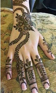 Simple and classy mehndi design 2017