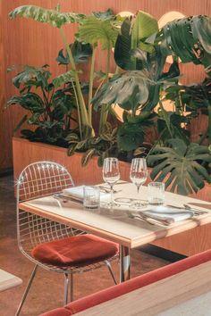 Modernist Heroine Restaurant & Bar by Modiste, Rotterdam – Design. / Visual. Cafe Restaurant, Restaurant Design, Rotterdam Restaurant, Restaurant Tables, Home Interior, Interior And Exterior, Interior Decorating, Interior Design, Decorating Tips