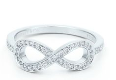 i am in love with this ring.<3<3<3