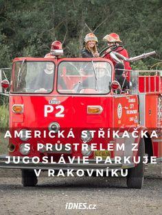 Hvězdou letošního ročníku srazu Summertime v muzeu amerických historických automobilů JK Classic v Lužné u Rakovníka byl hasičský speciál Crown Firecoach Pumper z roku 1963. Americká stříkačka je hrdinkou války v Jugoslávii. Vidíte prostřelené čelní sklo?