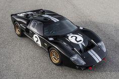 今年のル・マン24時間レースでは「フォードGT」の復帰が話題になるはずだが、「GT40」や「コブラ」の復刻モデルで有名なスーパフォーマンス社は、フォード GT40 MKII が1966年にル・マンの表彰台を独占してから今年で50周年を迎えることを記念し、「GT40 MKII 50thアニバーサリー・エディ
