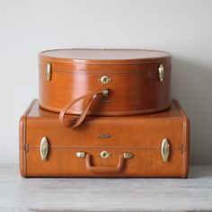 52 Stunning Home Decor Ideas with Vintage Suitecase www. Old Luggage, Samsonite Luggage, Leather Luggage, Luggage Sets, Vintage Suitcases, Vintage Luggage, Vintage Travel, Vintage Soul, Vintage Vibes