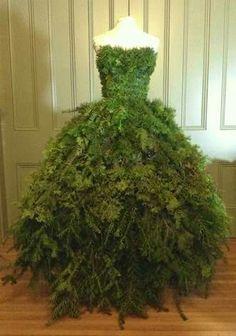 http://thedustyvictorian.blogspot.com/2014/11/christmas-tree-dress-2014-diy-countess.html?m=1