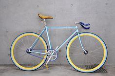 Fixie for girls (fixed gear & singlespeed). Fixi Bike, Fixed Gear Bicycle, Bike Rides, Velo Design, Bicycle Design, Velo Vintage, Vintage Bicycles, Single Gear Bike, Speed Bike