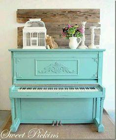 Shaby chic piano