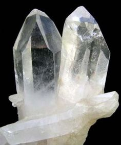 """The Metaphysical Properties of Quartz: Rock Crystal 