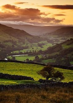 Swaledale sunset, Yorkshire, UK I am originally from Leeds, England. Leeds is in the county of Yorkshire, which has a lot of countryside. I enjoy spending time here and the views are spectacular. Yorkshire Dales, Yorkshire England, North Yorkshire, Cornwall England, England Countryside, British Countryside, Art Public, Photos Voyages, Parcs